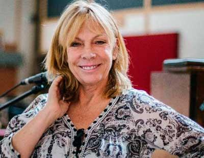 Photo of Rickie Lee Jones and her 2017 clean make up style, products & tips